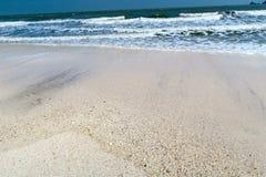 Красивый сиротливый пляж с никто стоковая фотография rf