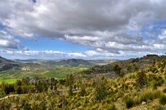 Красивый сицилийский ландшафт, Mazzarino, Кальтаниссетта, Италия, Европа стоковое фото
