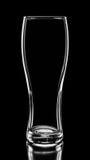 Красивый силуэт пустого стекла коктеиля или пива изолированного дальше Стоковые Фотографии RF