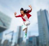 Красивый скакать девушки танцев Стоковые Изображения RF