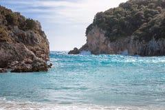 Красивый скалистый залив на Paleokastritsa в Корфу, Греции Стоковая Фотография
