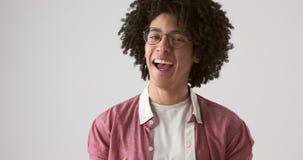 Красивый смеяться над человека сток-видео