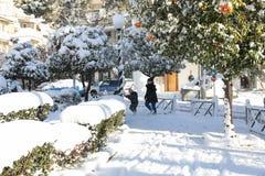 Красивый снег утра зимы покрыл улицы Афина, Греции, восьмого из января 2019 стоковое изображение