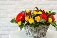 Красивый совмещенный букет с экзотическими цветками стоковые фотографии rf