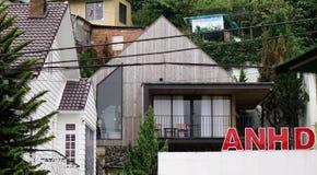 Красивый современный деревянный дом в Dalat, Вьетнаме стоковое фото