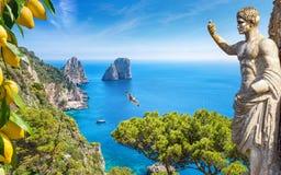Красивый солнечный день в острове Капри, Италия стоковое изображение rf