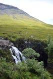 Красивый солнечный день на Fairy бассейнах, остров Skye, Шотландии Стоковое Изображение
