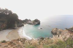Красивый спрятанный пляж Стоковые Фото