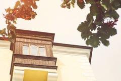 Красивый старый балкон на доме Стоковые Изображения RF