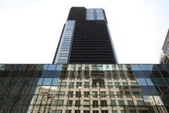 Красивый стеклянный небоскреб Стоковое Изображение RF
