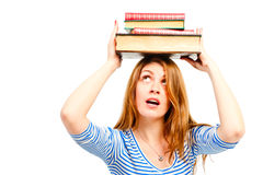 Красивый студент девушки с книгами на ее голове Стоковые Изображения