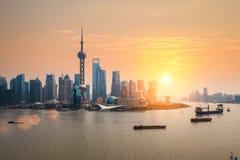 Красивый сумрак с горизонтом Шанхая стоковая фотография