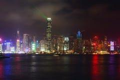 Красивый супер широкоформатный вид с воздуха лета горизонта острова Гонконга, гавани залива Виктории, с небоскребами, голубое неб Стоковая Фотография RF