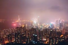 Красивый супер широкоформатный вид с воздуха лета горизонта острова Гонконга, гавани залива Виктории, с небоскребами, голубое неб Стоковое Фото
