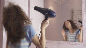 Видео девушки перед зеркалом, развел русскую девку за деньги на улице