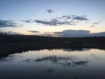 Красивый тихий но дикий океан в Швеции стоковое фото