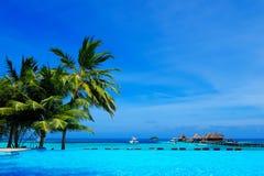 Красивый тропический курорт в Мальдивах Стоковые Изображения RF