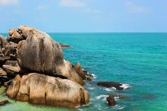 Красивый тропический одичалый пляж в острове Samui, Таиланде Стоковая Фотография
