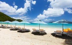 Красивый тропический пляж на Вест-Инди Стоковая Фотография