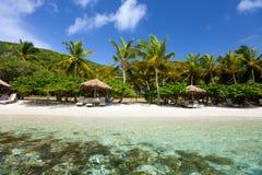 Красивый тропический пляж на Вест-Инди Стоковое Изображение