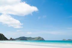 Красивый тропический пляж с белым песком Стоковое Изображение