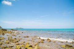 Красивый тропический пляж с белым песком Стоковое Изображение RF