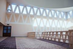 Красивый украшенный интерьер мечети Стоковые Фотографии RF
