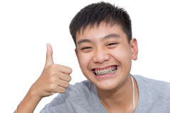 Красивый усмехаться красивого мальчика с зубами связывает зубоврачебное Стоковая Фотография