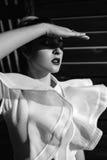 Красивый феноменальный оглушать элегантная сексуальная белокурая модель с совершенным эротичным костюмом тела стоковое изображение