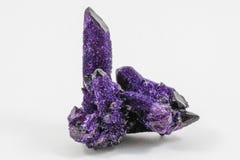 Красивый фиолетовый кристаллический образец Стоковое фото RF