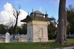 красивый фонтан сделанный тахтой Стоковое Фото