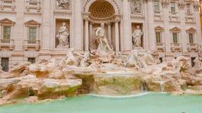 Красивый фонтан Trevi в Риме - известном ориентир ориентире стоковая фотография rf
