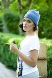 Красивый художник девушки представляя для фотосессии Стоковая Фотография