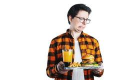 Красивый человек отказывая нездоровый бургер против белой предпосылки диетпитание принципиальной схемы С космосом экземпляра для  стоковое изображение rf