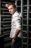 Красивый человек в белой рубашке Стоковое фото RF