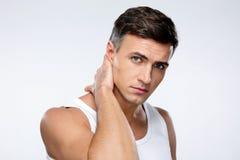 Красивый человек касаясь его шеи Стоковые Изображения RF