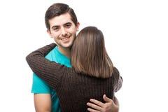 Красивый человек обнимая его подругу Стоковое Изображение