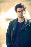 Красивый человек портрета внешний Модельный стиль волос и одежды Стоковое Фото