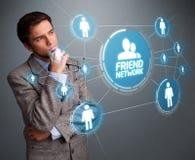 Красивый человек смотря современную социальную сеть Стоковые Фото