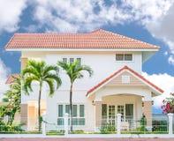 Красивый яркий дом Стоковые Изображения RF