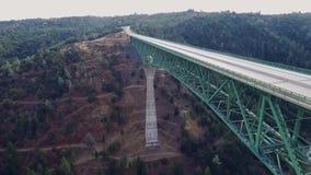 Красивый arial взгляд моста видеоматериал