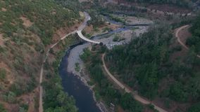 Красивый arial взгляд моста сток-видео