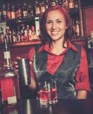 Красивый barmaid redhead стоковые фото