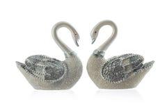 Красивый figurine лебедей пар изолированный на белой предпосылке Стоковые Изображения RF