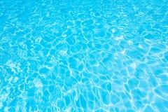 Красивый gentle волна и пульсации мочат в бассейне Стоковые Фото