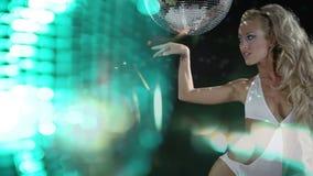 Красивый gogo танцор disoc видеоматериал