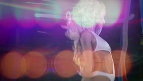 Красивый gogo танцор disoc сток-видео