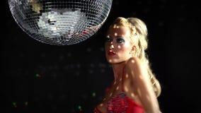 Красивый gogo танцор disoc акции видеоматериалы