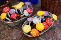 Красивый handmade керамический гриб продал в ежегодных традиционных ремеслах справедливо в Вильнюсе Стоковое Изображение