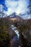 Красивый pyramidal пик Mor Buachaille Etive в гористых местностях Шотландии стоковое фото rf